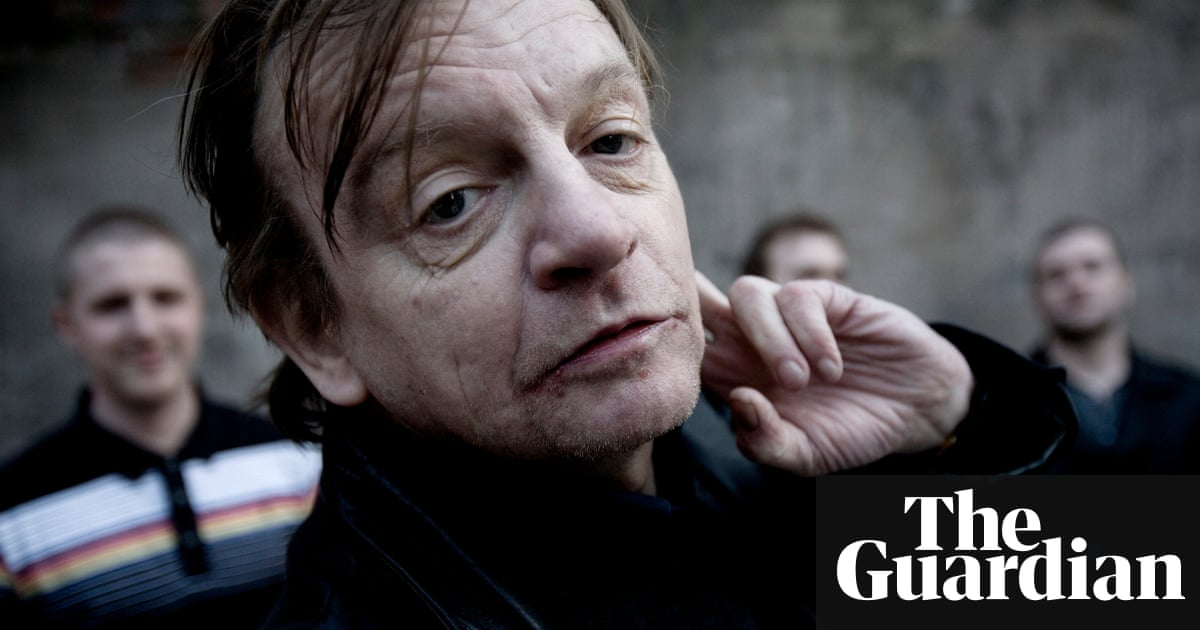 Mark E Smith, lead singer with the Fall, dies aged 60