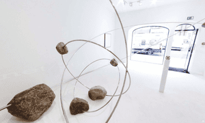A virtual view of the Alicja Kwade exhibition at the Kamel Mennour gallery.