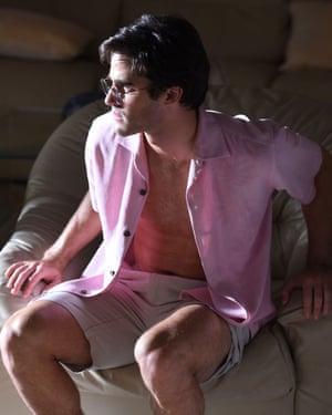 Darren Criss as Andrew Cunanan.