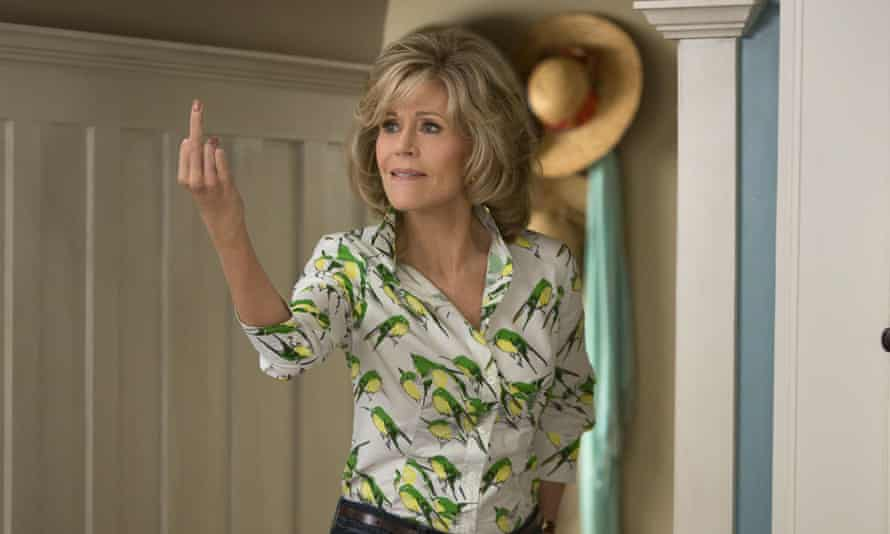 Jane Fonda gesturing with her middle finger in the comedy drama series Grace and Frankie.