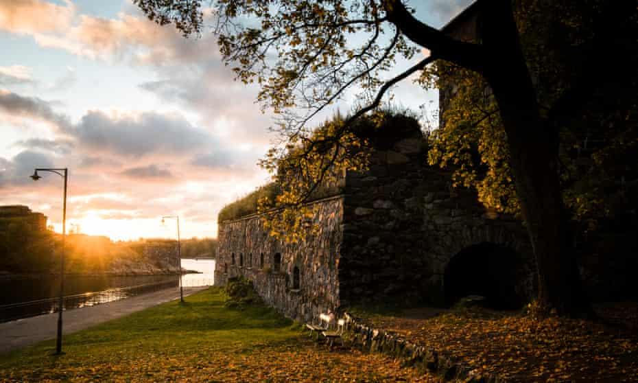 Suomenlinna hostel in autumn
