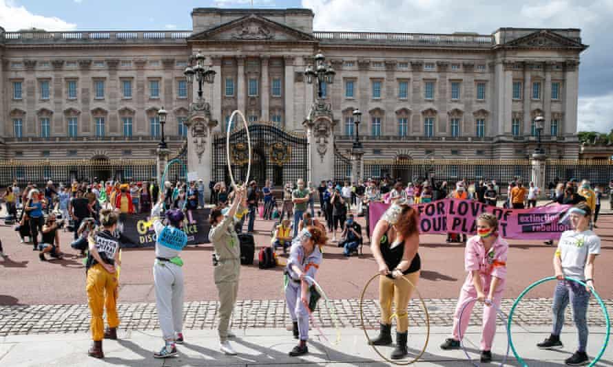 Extinction Rebellion demonstrators outside Buckingham Palace