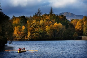 Merrily rowing to the finish against a show of autumnal colour.