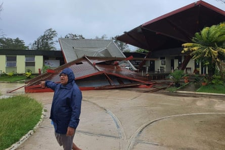 Damage to a roof in Luganville