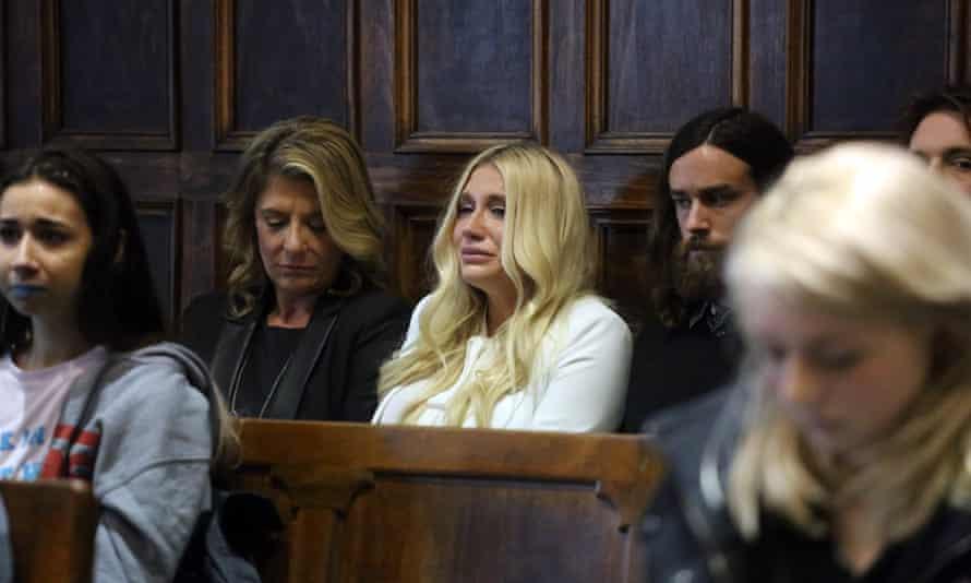Kesha cries in court