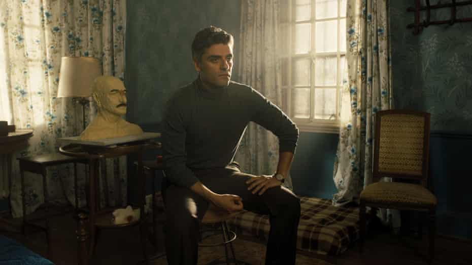 Oscar Isaac in Operation Finale.