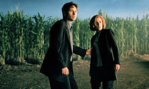 Gillian Anderson and David Duchovny in the X-Files, a field of tall crops behind them