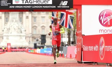 Mo Farah to run as pacemaker at London Marathon