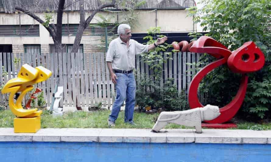 Parviz Tanavoli with two of his sculptures