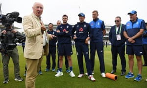 Vic Marks speaks to the team ahead of Dominic Bess receiving his International Cap (Photo by Gareth Copley/Getty Images)