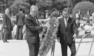 Former president Jimmy Carter, pictured with Hiroshima mayor Takeshi Araki, places a wreath at the memorial cenotaph during a visit in 1984