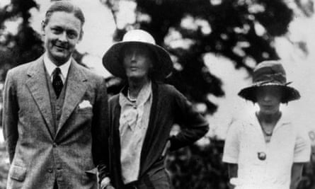 TS Eliot with Vivien (right) and Virginia Woolf.
