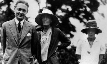 TS Eliot with Virginia Woolf (centre) and his wife Vivien, who was devastated when her relationship with him ended.