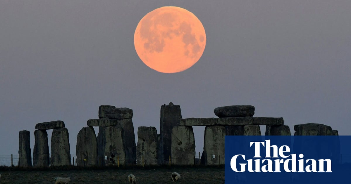 Stonehenge project launched to repair deep lintel cracks