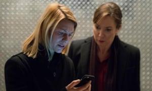 Claire Danes as Carrie Mathison (left) and Elizabeth Marvel as Elizabeth Keane