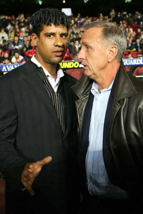 Frank Rijkaard, during his time as coach of Barcelona in 2004, speaks to Johan Cruyff, the embodiment of the Barça approach to playing football and a highly influential figure at the club.