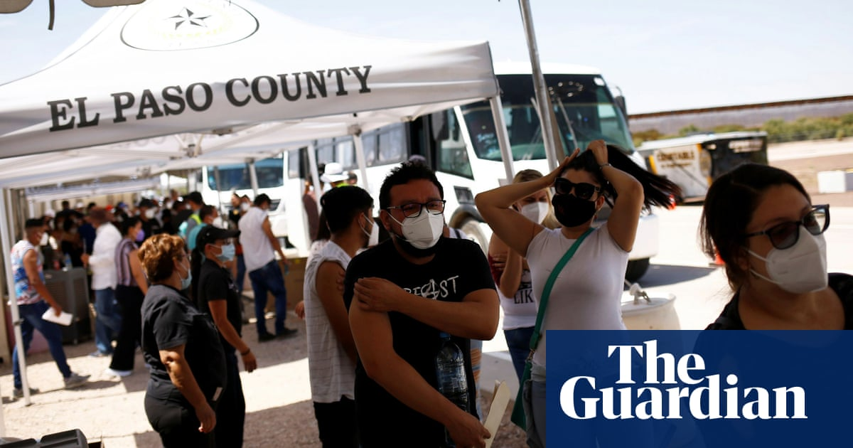 Mexican factory workers cross Texas border in Covid-19 vaccine outreach effort