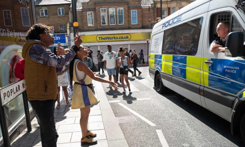 Locals remonstrate with the members of the Metropolitan police's violence suppression unit