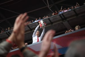 London, EnglandArsène Wenger, manager of Arsenal, holds up the FA Cup after his team defeated Chelsea 2-1 in the final at Wembley.