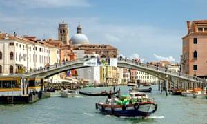 Pizzeria Vittoria is close to Ponte degli Scalzi.