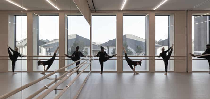 Un peu d'étirement… le studio de danse.