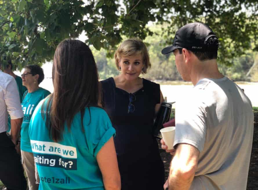Zali Steggall talks to volunteers and a local at the launch of her independent candidacy on Sunday.