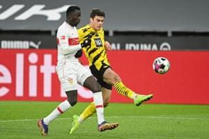 Borussia Dortmund's Giovanni Reyna scores the equaliser.