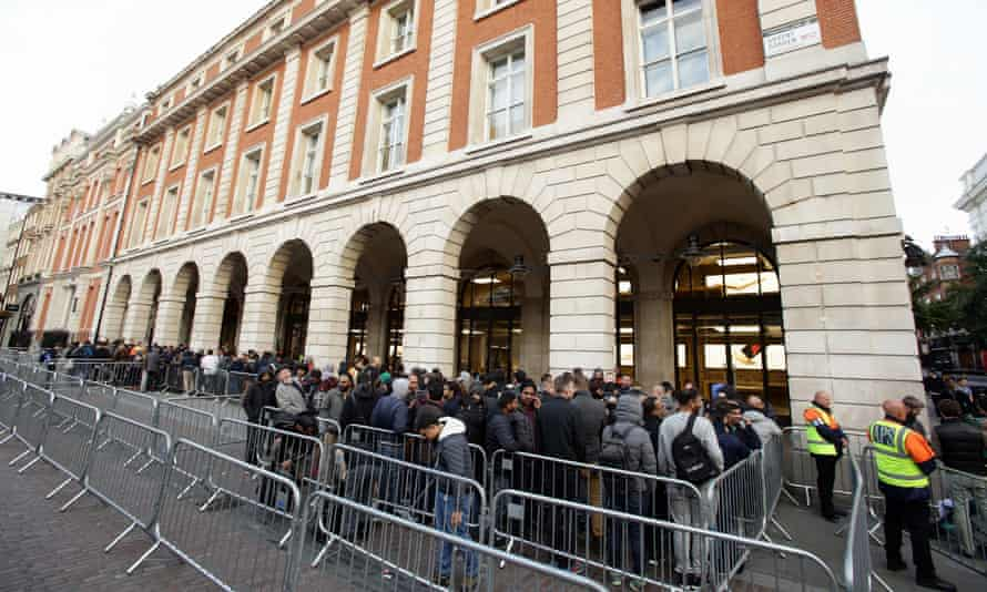 apple iphone 6S launch covent garden store