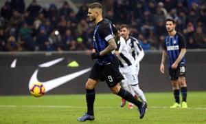 Inter's Mauro Icardi scores with a Panenka penalty.
