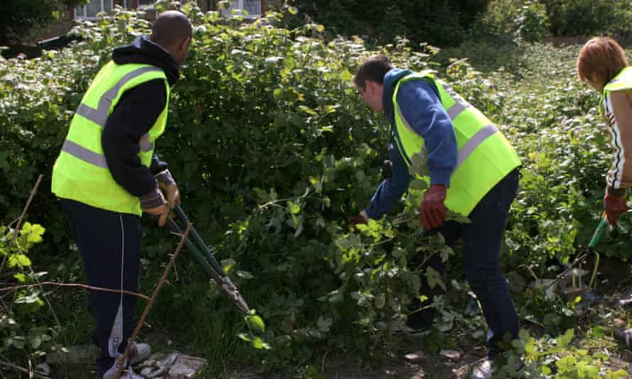 Offenders carrying out community service.