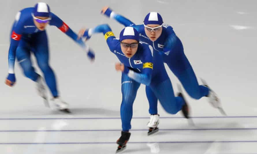 The South Korean speed skaters Kim Bo-reum and Park Ji-woo finished well ahead of Noh Seon-yeong in the women's team pursuit quarter-finals.