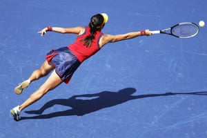 New York, USEmma Raducanu of Great Britain hits a return to Belinda Bencic of Switzerland during their quarterfinal round match at the US Open Tennis Championship in Flushing Meadows.