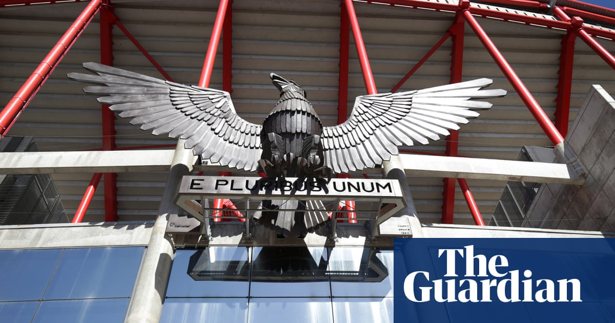 Portuguese police raid Benfica and Sporting offices in corruption inquiry