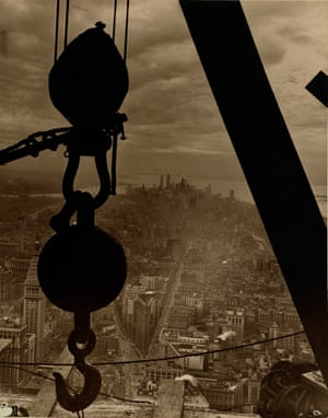 Lewis W. Hine: The view onto Lower Manhattan from the Empire State Building, 1931