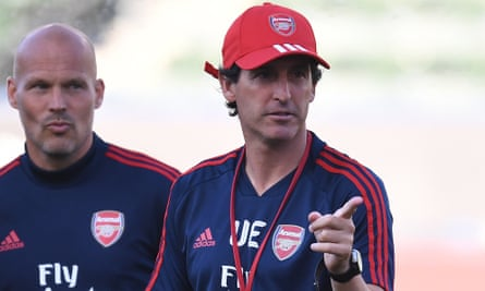 Unai Emery and assistant Freddie Ljungberg during a training session in Los Angeles.