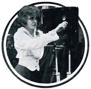 Francelia Billington operating a camera in 1914.