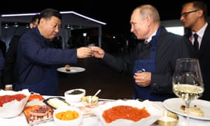 Chinese president Xi Jinping shares a toast with Russia's Vladimir Putin at an economic forum in Vladivostok