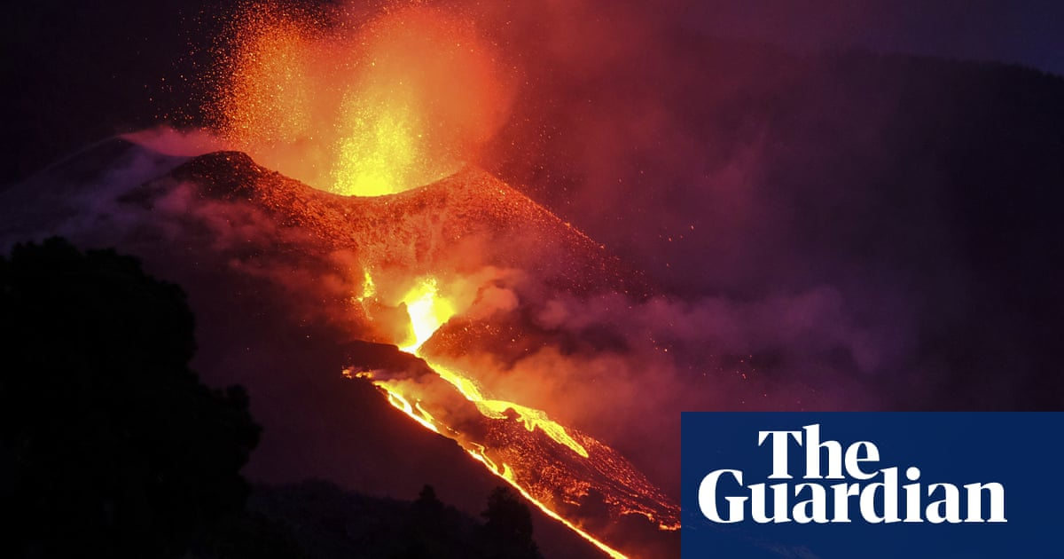 Canary Islands volcano 'much more aggressive' as new fissures erupt