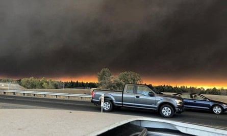 Vehicles are seen during evacuation from Paradise to Chico, in Butte county, 0n 8 November.