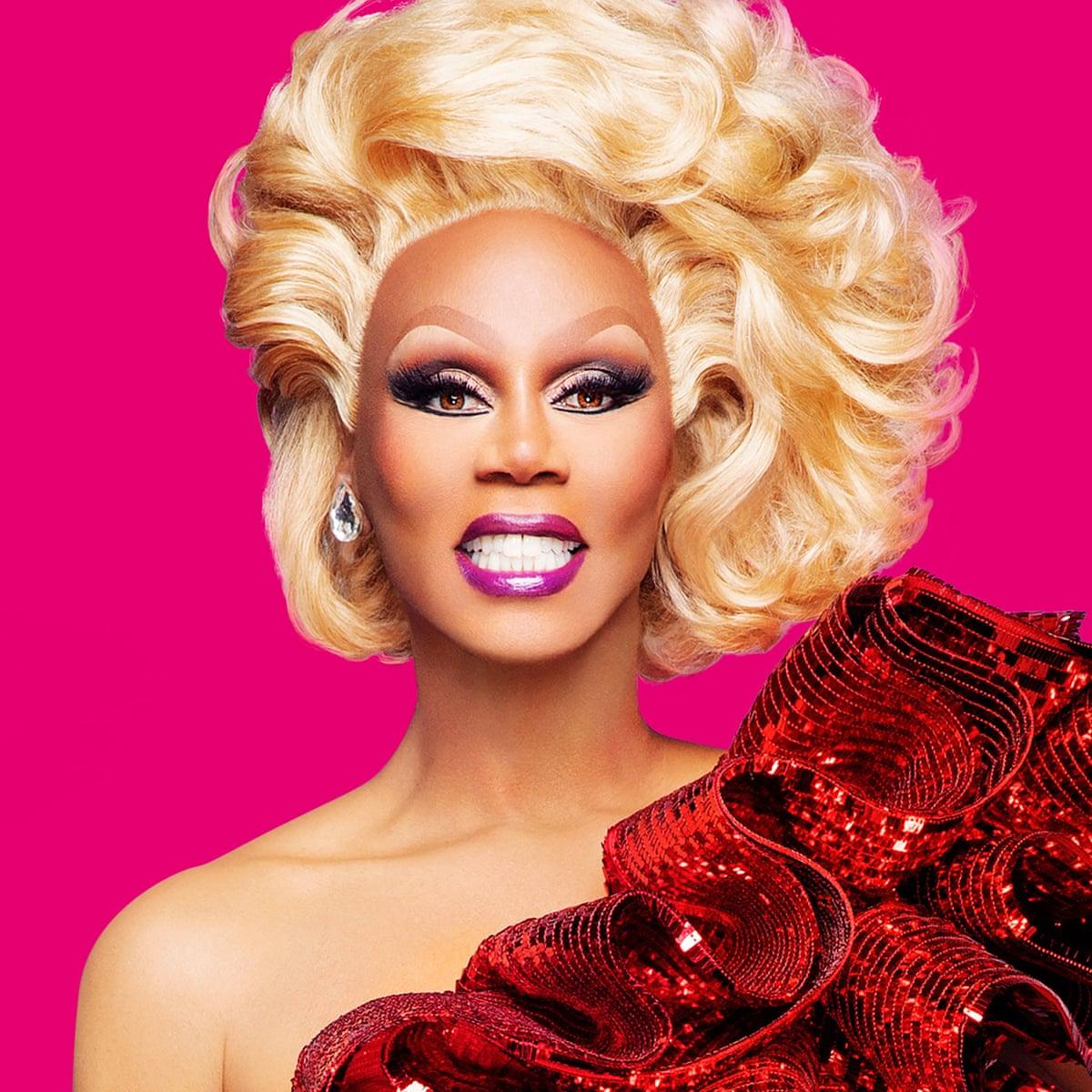 Gold liner, liquid lipstick and eyelash glue precision: drag queen ...