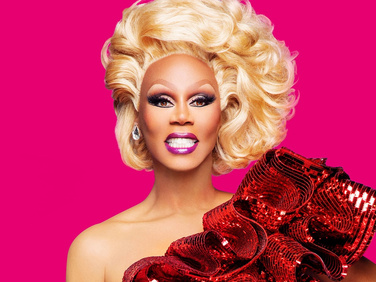 Gold liner, liquid lipstick and eyelash glue precision: drag queen