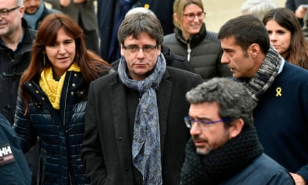 Carles Puigdemont, centre