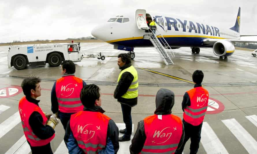 RYANAIR GROUND CREW STAND IN FRONT OF A PASSENGER JET AT CHARLEROI AIRPORT