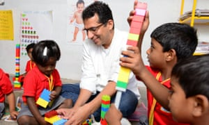Hippocampus founder playing with children