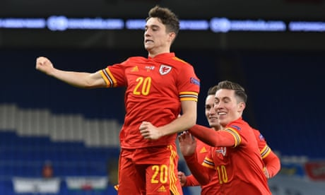 Wales climb into Nations League top tier with victory over 10-man Finland