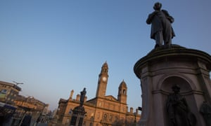 A statue in front of the town hall in Paisley