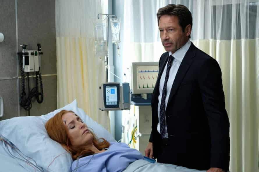 Duchovny with Gillian Anderson in The X-Files.