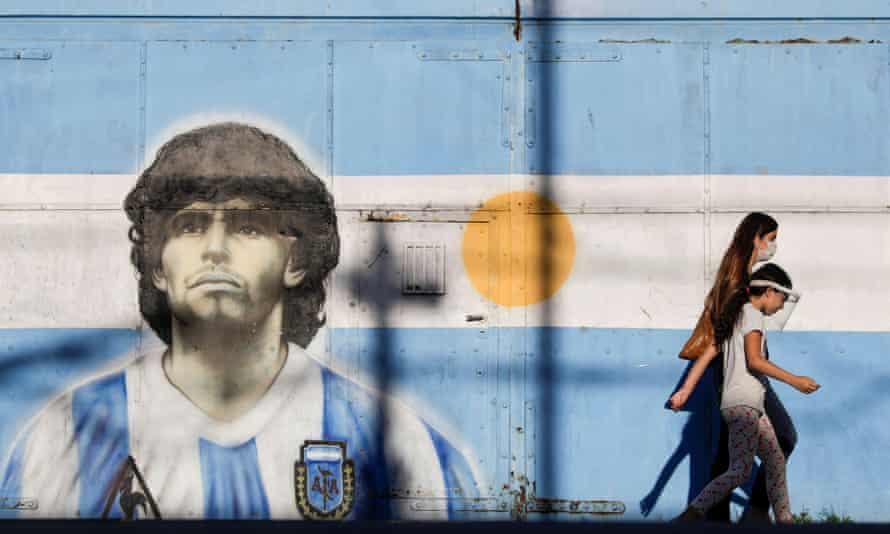 A mural dedicated to Diego Maradona, in Buenos Aires, where three days of mourning were declared.