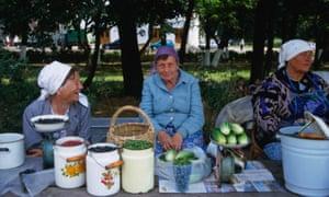 Women selling home-grown produce on Torgovaya ploschad (Merchants Square) in Suzdal, Russia