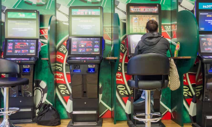 Fixed-odds betting terminals should have a maximum stake of £2, the Labour party has said.